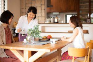 お友達を招待して、お料理をふるまうような生活を楽しむ